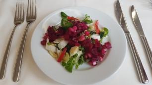 Blattsalate mit roter Beete